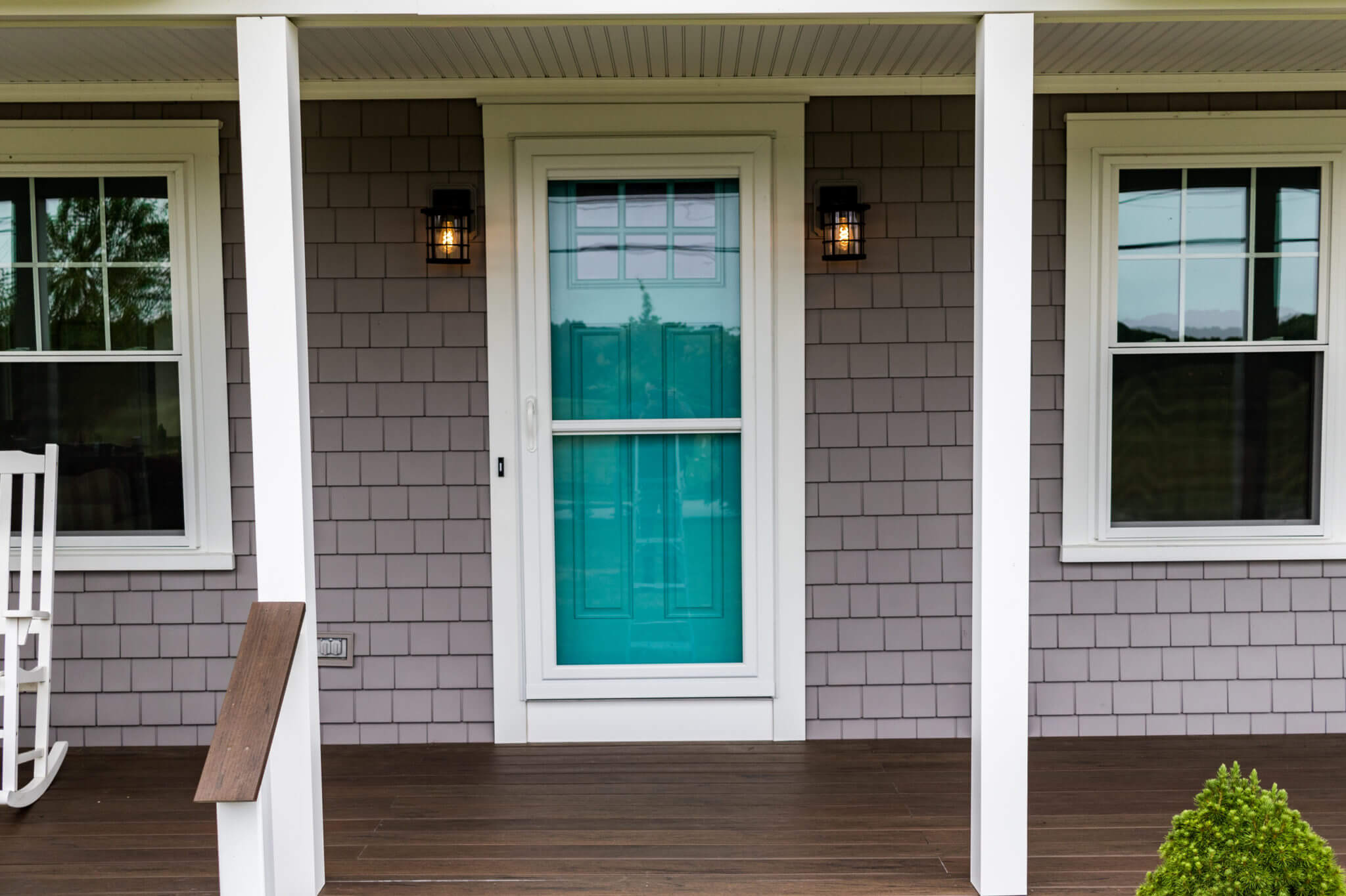 vinyl siding and front door installation