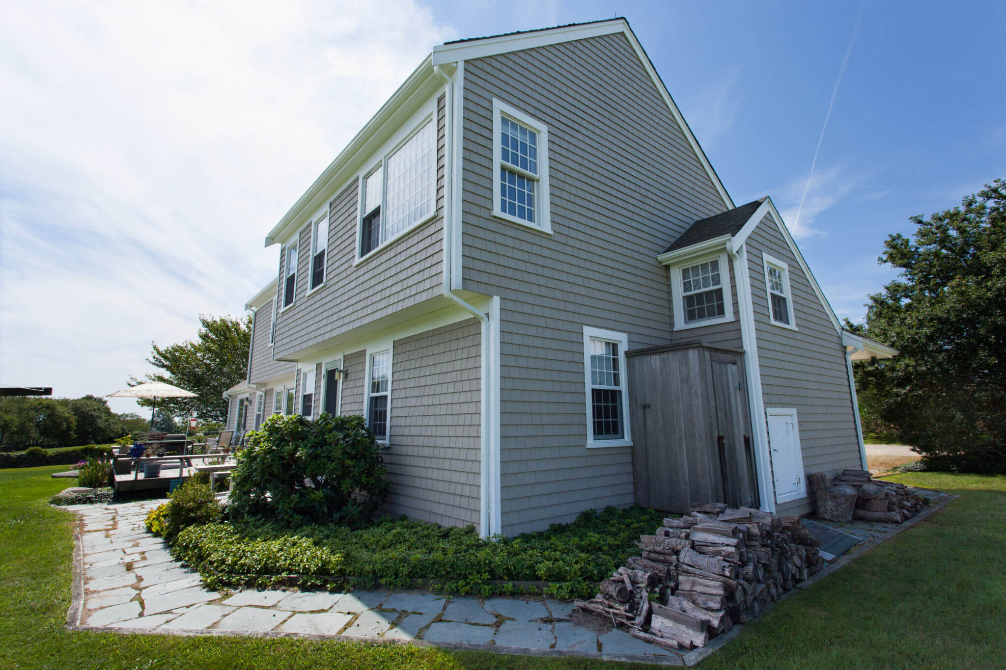 RI Home Vinyl Siding Installation: Cedar Impression 5″ Perfection Natural Clay with Snow White Trim