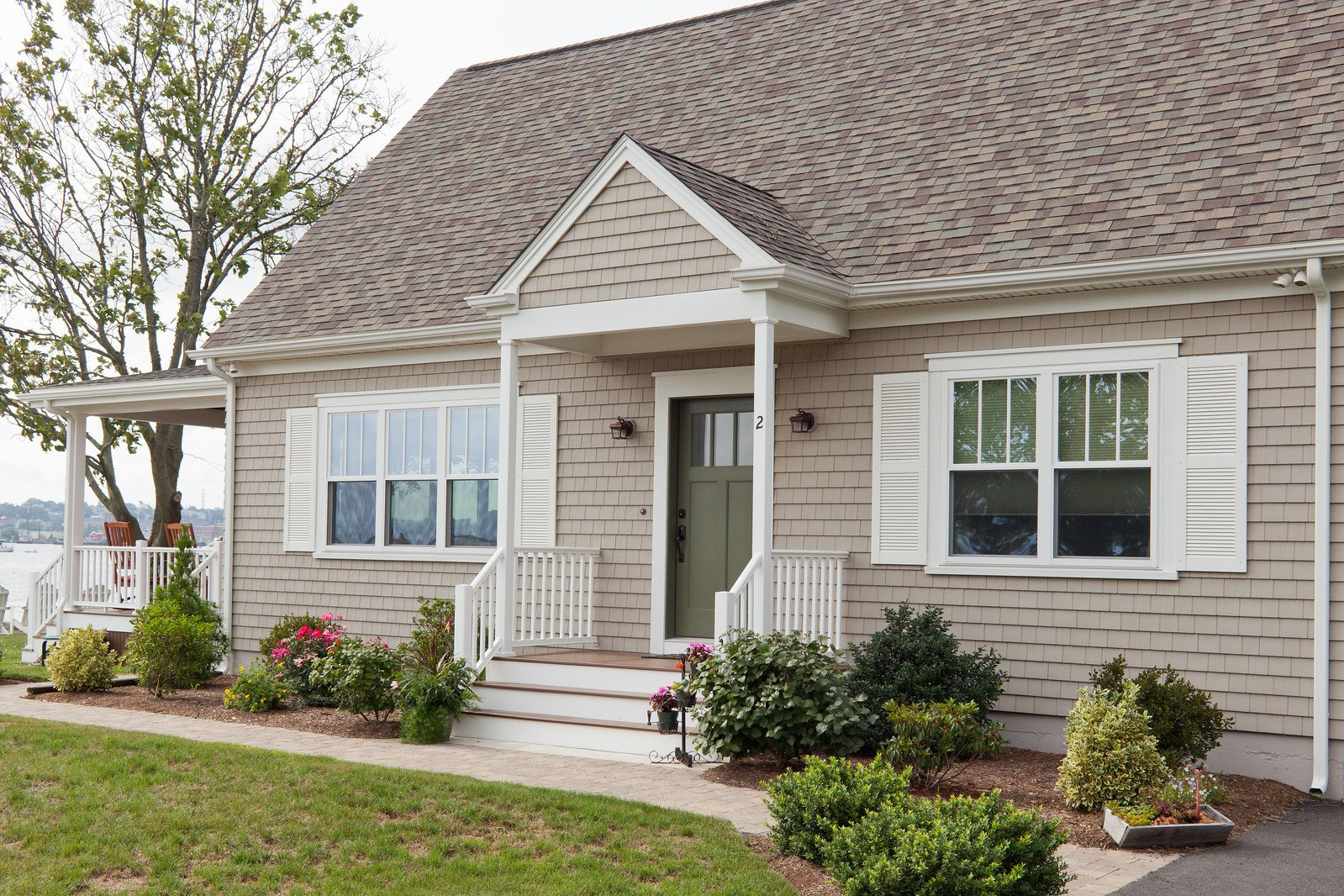 The Best Roofing, Siding, and Window Options for Your Waterfront Home